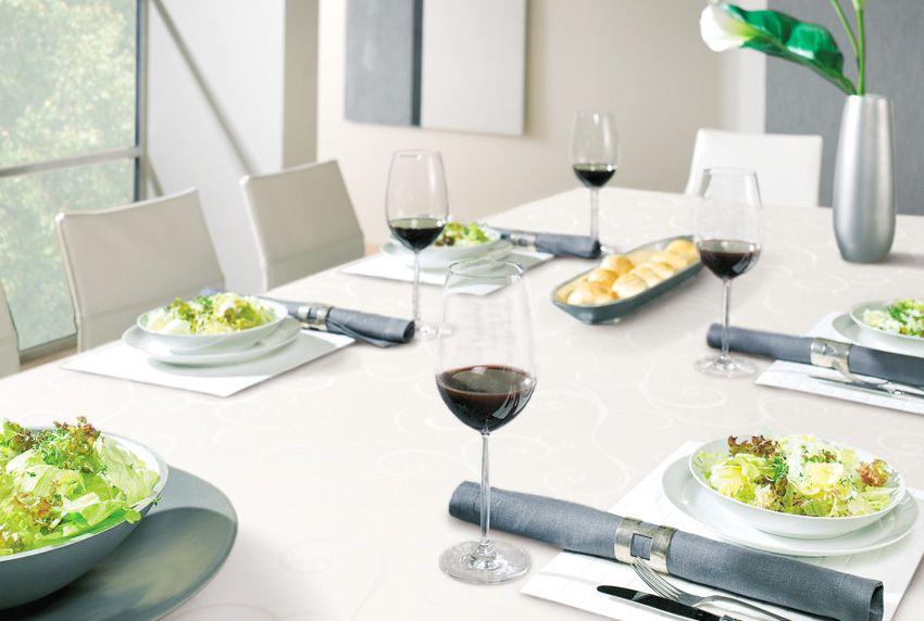 Minimalistische und edle Designs in der Inneneinrichtung sorgen für eine klare Struktur - eine besondere Tischwäsche im selben Stil gehört dazu