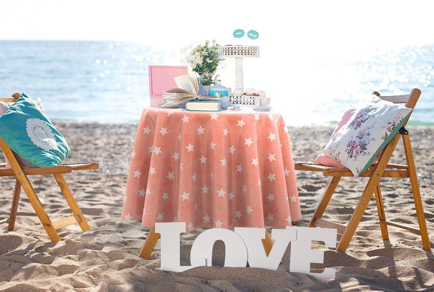 Dezente Musterdrucke und Pastellfarben eine gute Kombination auch bei Tischdecken aus Wachstuch