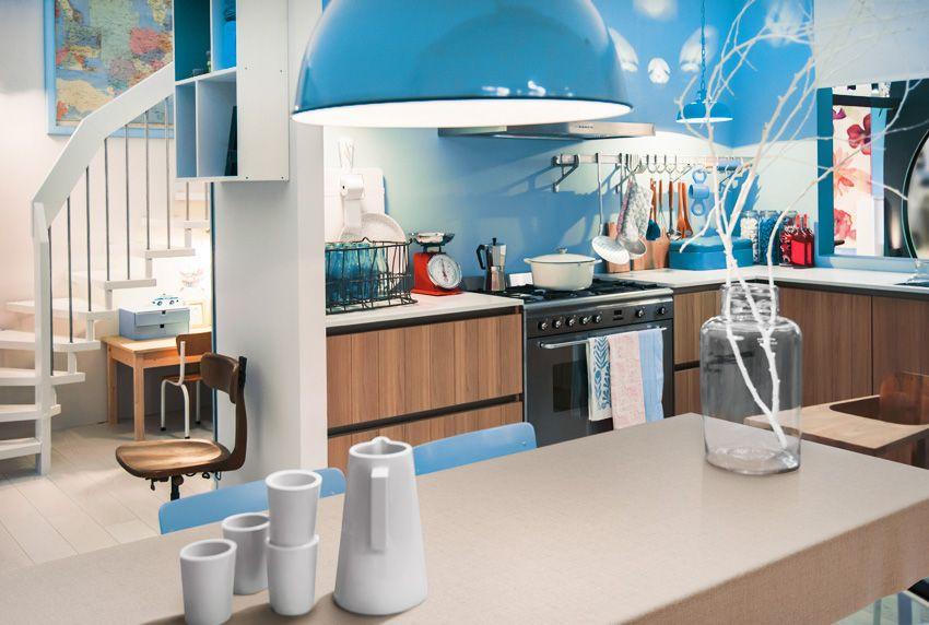 Auch einfarbige Tischdecken mit dezenter Musterung passen in den farblich abgestimmten Innenbereich
