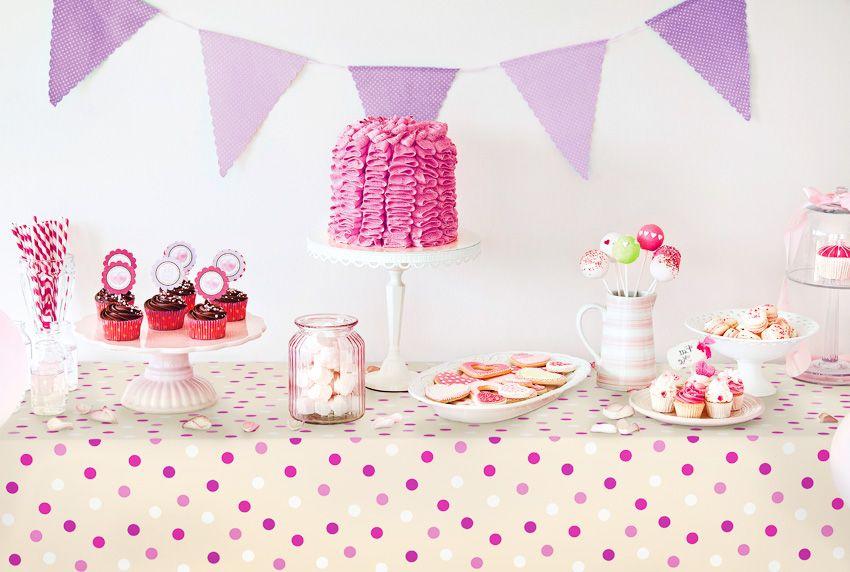 Gepunktete Tischdecken aus Wachstuch in modischen Farben passend als Partyzubehör