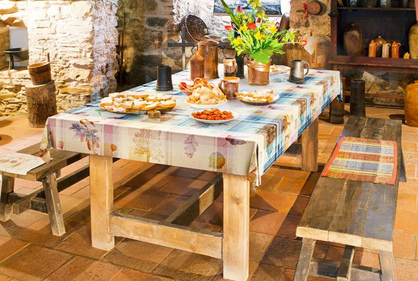 Rustikale Einrichtung mit viel Holz und mit passenden Gewebewachstüchern