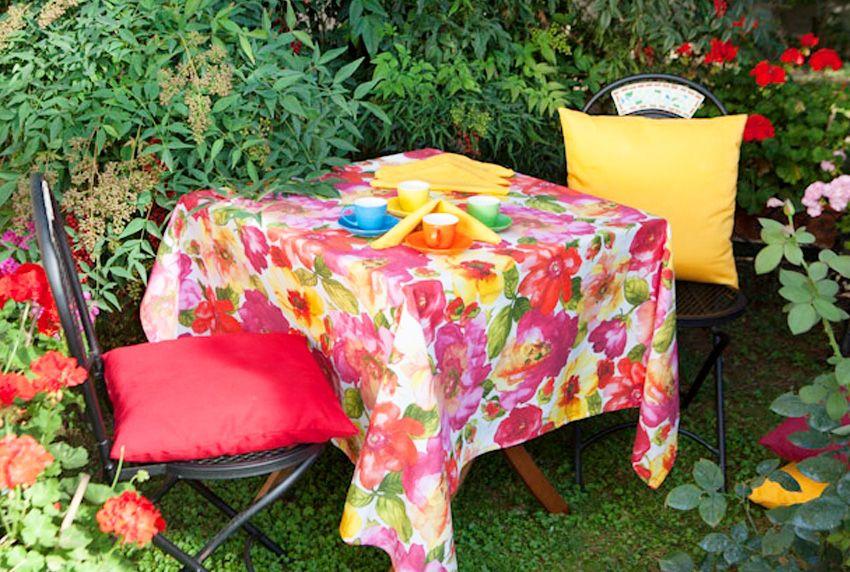 Jetzt wird es farbenfroh - Tischdecken und Natur im Wettstreit - Opulente Blumenmuster nicht nur für den Garten