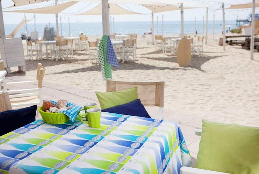 Tischdecken aus Baumwolle mit Beschichtung sorgen in dezenter Farbgebung für eine Auflockerung der Umgebung