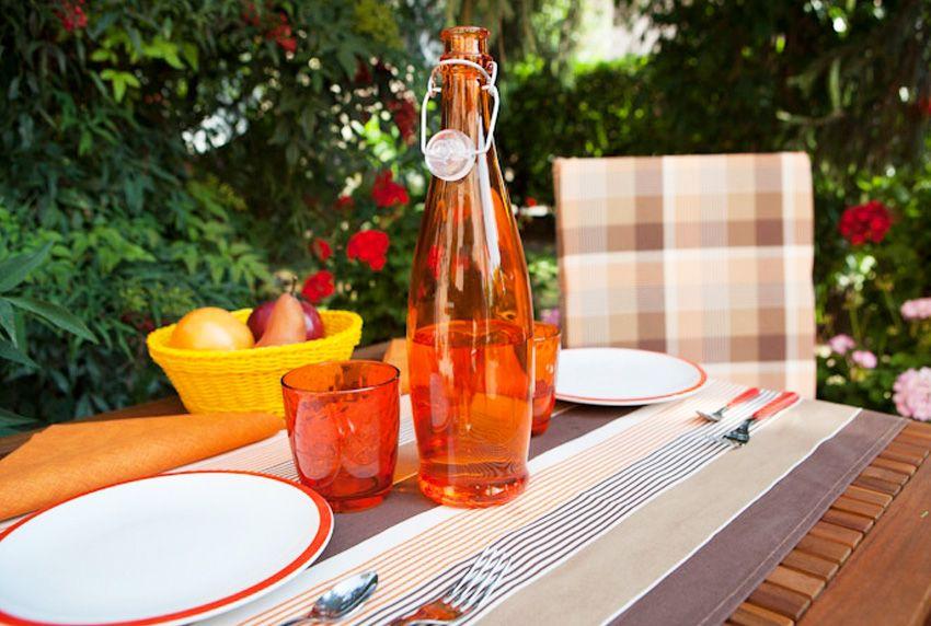 Streifen und Karos auf dem Tisch - Pflegeleichte Tischwäsche lässt sich farblich vielseitig kombinieren