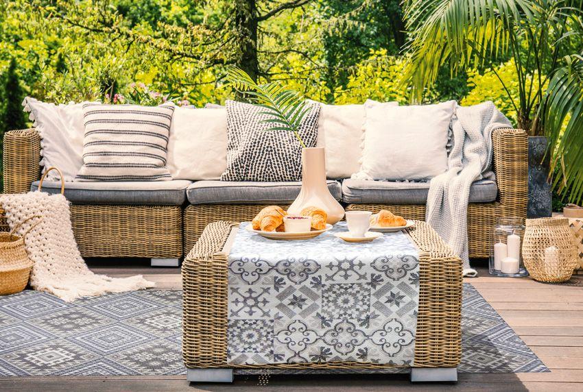 Edle Luxus-Stoffe können mit entsprechender Materialzusammensetzung als Kissen - Decken oder Tischwäschen auch im Außenbereich verwendet werden