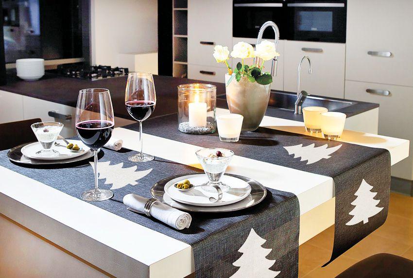 Den Tisch weihnachtlich dekorieren mit Tischläufern - Platzsets oder abwaschbaren Baumwolltischdecken mit passenden Motiven und Farben