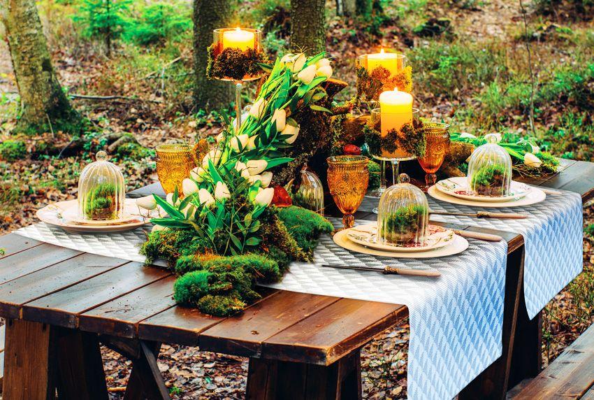 Nicht nur die Dekoration im Außenbereich sollte wetterfest sein - auch Platzsets und Tischdecken für außen sind im Idealfall wasserabweisend