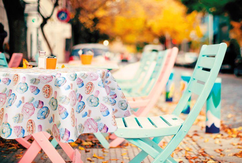 Farbenfrohe Tischtücher die zum Thema und zum Umfeld passen - auch im Außenbereich der Gastronomie lassen sich heute wetterfeste Tischdecken einsetzen