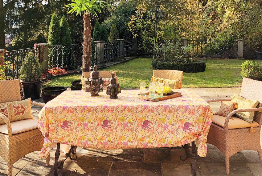 Ein gemütliches Ambiente gewinnt in der heutigen Zeit immer mehr an Bedeutung - auch der Gartenbereich wird mit ausgefallener Tischwäsche wohnlich