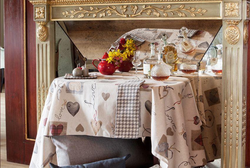 Luxus und Beständigkeit ist bei abwaschbaren Baumwolltischdecken mit Beschichtung kein Widerspruch