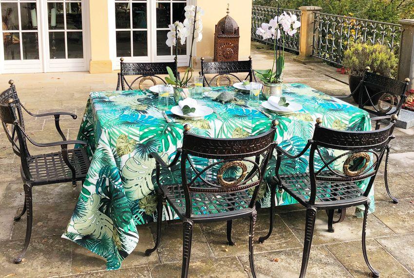 Heute sind stylische Sitzmöbel in verschiedensten Stilrichtungen erhältlich - die Tischwäsche soll auch im Außenbereich die Blicke auf sich ziehen