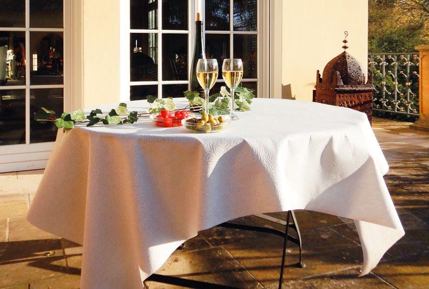 Die Tischdecke für den schnellen Einsatz - Wachstuchstoffe als Tischwäsche verarbeitet lassen sich unkompliziert auf Terrassen und in Gärten einsetzen