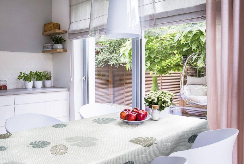 Florale Muster und Blatt-Motive sind im Home-Deko-Bereich und bei Stoffen aber auch bei hochwertiger Tischwäsche immer noch ein dominierendes Thema