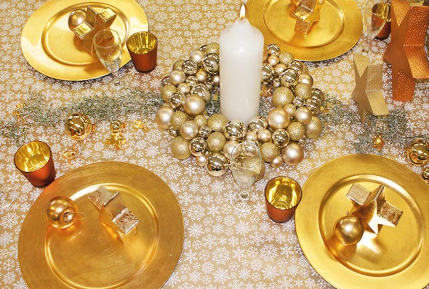 Goldfarbene Dekorationen und Tischwäschen werden nicht nur zu Weihnachten verwendet sondern auch in der gehobeneren Gastronomie zu besonderen Anlässen